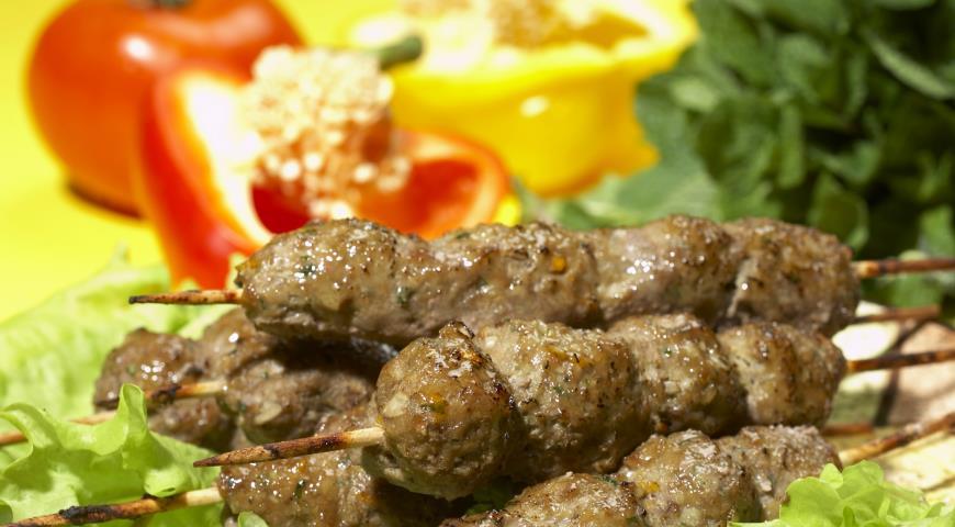Приготовление люля-кебаб в домашних условиях из свинины