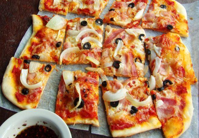 Пицца с беконом и моцареллой | Рецепты с фото