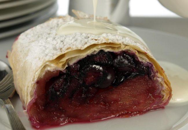 Штрудель с ягодами | Рецепты с фото