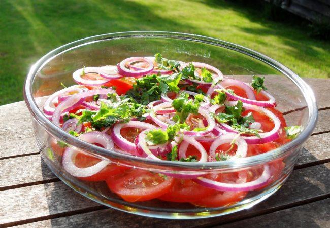 Салат из помидоров и лука | Рецепты с фото