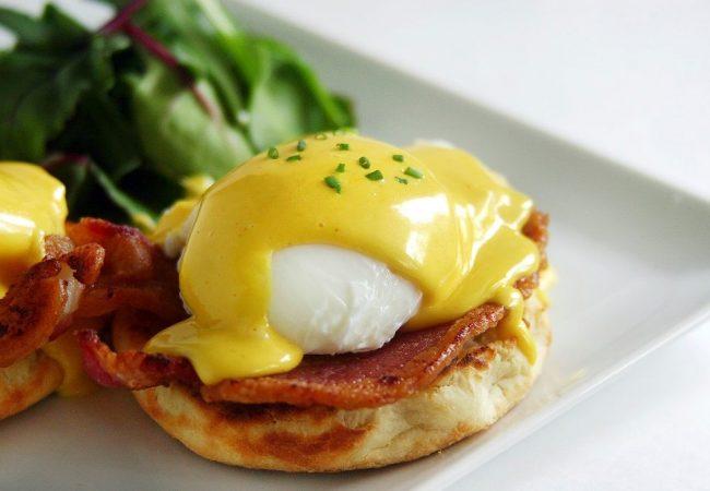 яйца бенедикт, французская кухня, французское блюдо, блюда из яиц, готовим из яиц