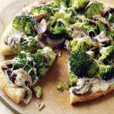 Белая пицца сброкколи игрибами | Рецепты с фото