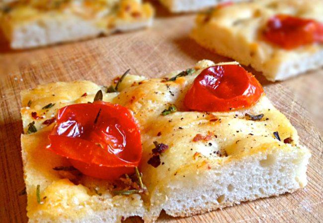 Фокачча с помидорами и розмарином | Рецепты с фото
