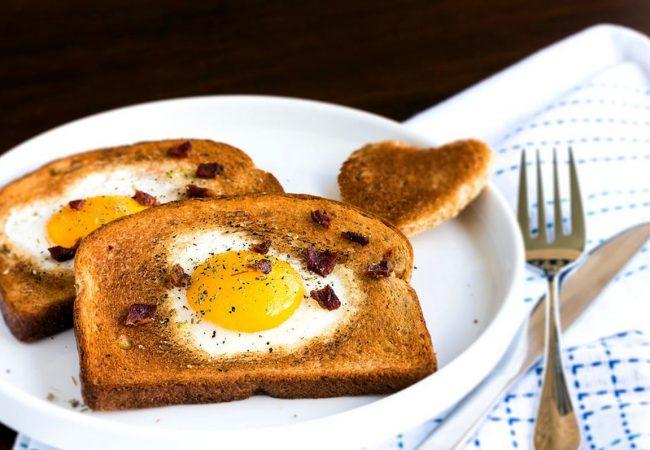 Французские тосты с яйцом и пикантным соусом | Рецепты с фото