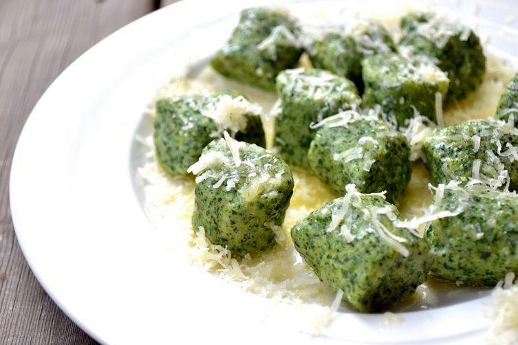 Картофельные ньокки со шпинатом, фаршированные сыром | Рецепты с фото