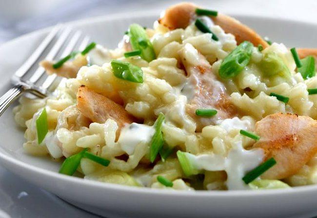 Ризотто c копченой рыбой и пореем, ризотто, ризотто с копченой рыбой, ризотто с рыбой, итальянское блюдо, блюда из риса, рис