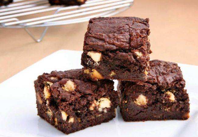 Шоколадные брауни с орехами, шоколадный брауни, брауни с орехами, американский десерт, американский десерт брауни, десерт брауни, десерт
