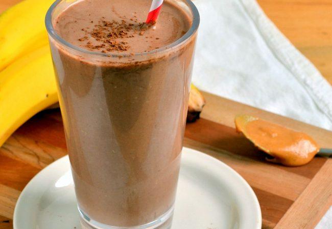 Шоколадный смузи  с ореховой пастой | Рецепты с фото