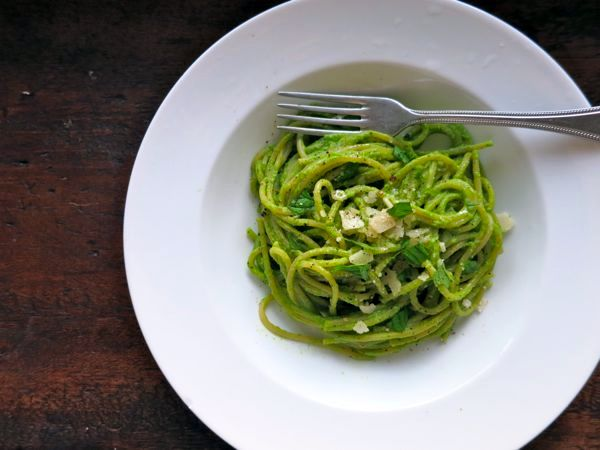 Спагетти с песто из зеленого горошка | Рецепты с фото