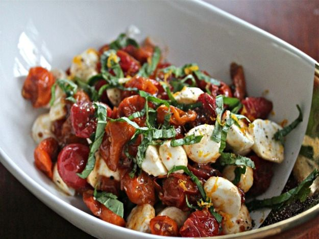 Теплый салат из моцареллы с томатами   Рецепты с фото