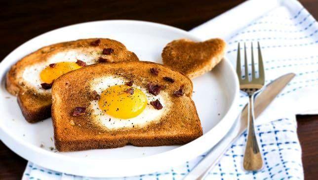 Яичница-глазунья в хлебе | Рецепты с фото