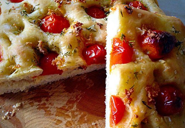 Фокачча с помидорами и чесноком | Рецепты с фото
