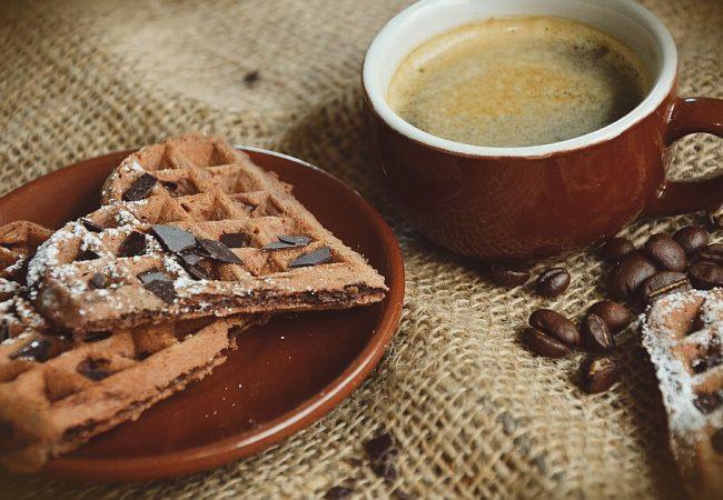 Шоколадные вафли с банановым соусом | Рецепты с фото