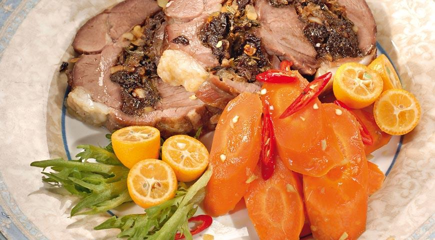 Баранина с черносливом и имбирной морковью   Рецепты с фото