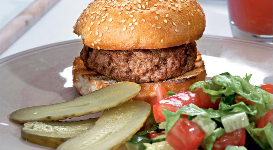 Бургер Элвис с салатом | Рецепты с фото
