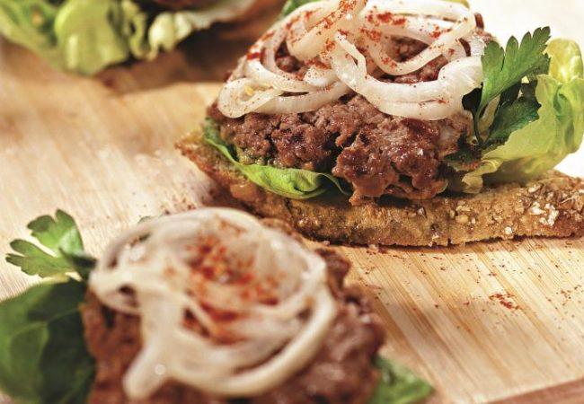 Бургеры из телятины с луком | Рецепты с фото