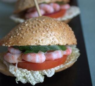 Бургеры с креветками и соусом айоли | Рецепты с фото