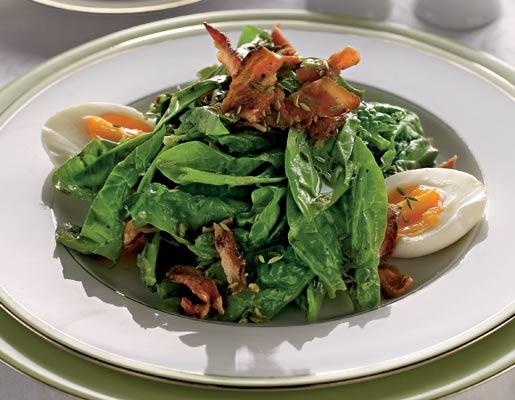 Cалат из шпината с чесночными тостами | Рецепты с фото