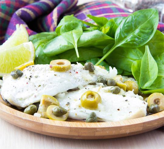 Филе дорадо запеченное с оливками, каперсами и вином | Рецепты с фото