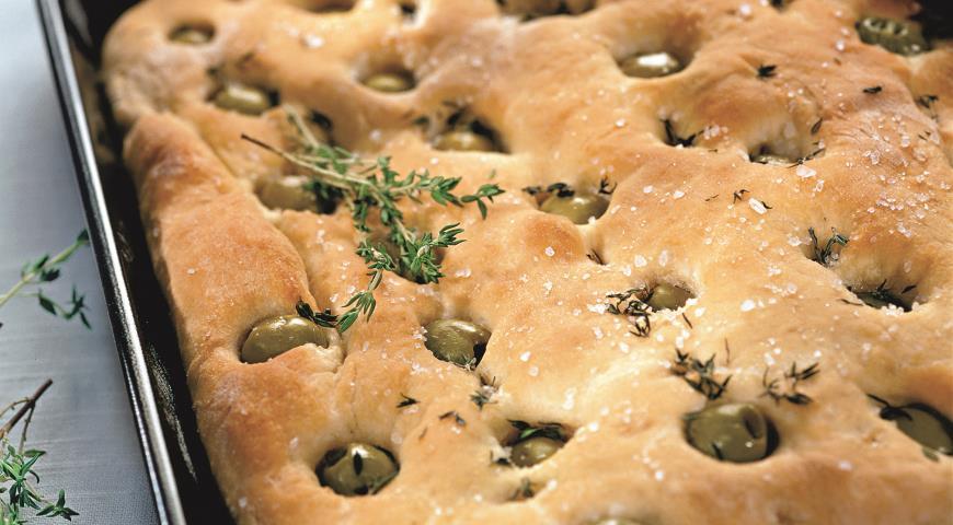 Фокачча с оливками и тимьяном | Рецепты с фото