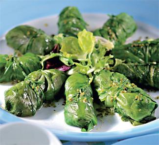 Голубцы из латука с травами и козьим сыром | Рецепты с фото