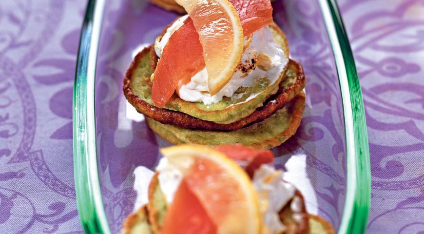 Гороховые оладьи с лососем | Рецепты с фото