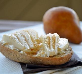 Горячий бутерброд с грушей и творожным сыром | Рецепты с фото