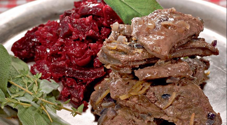 Говяжья печенка с красным луком | Рецепты с фото