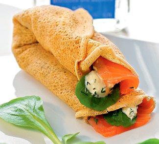 Гречневые блины с острым зеленым салатом и семгой | Рецепты с фото