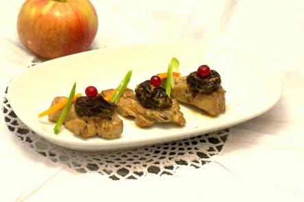 Индейка с черносливом под сливочно-яблочным соусом | Рецепты с фото
