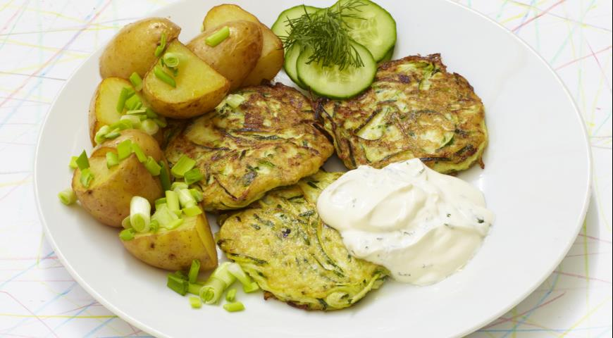 Кабачковые оладьи и молодой картофель | Рецепты с фото