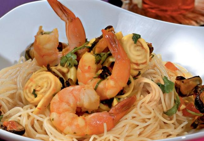 Капеллини с морепродуктами | Рецепты с фото