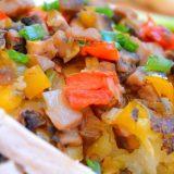 Картофель по-деревенски с грибами и овощами | Рецепты с фото