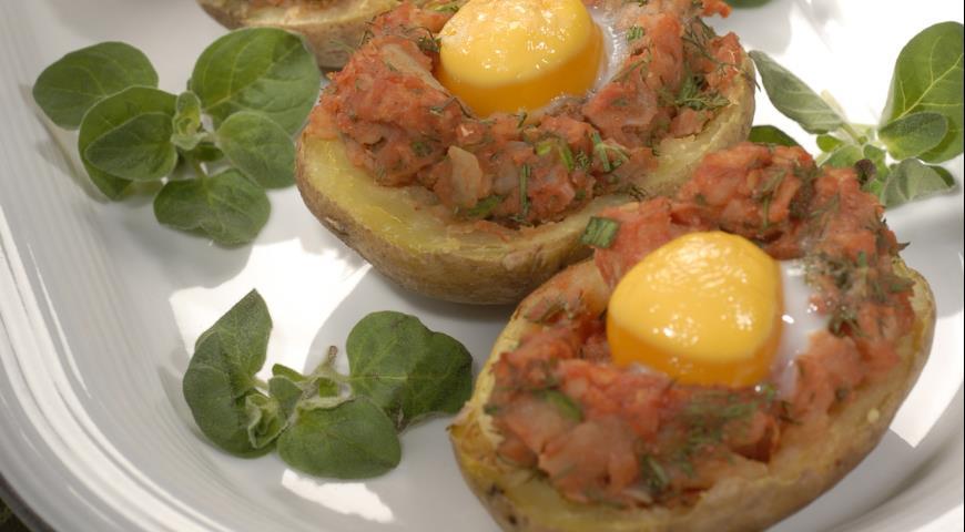 Картофель, запеченный с яйцами | Рецепты с фото