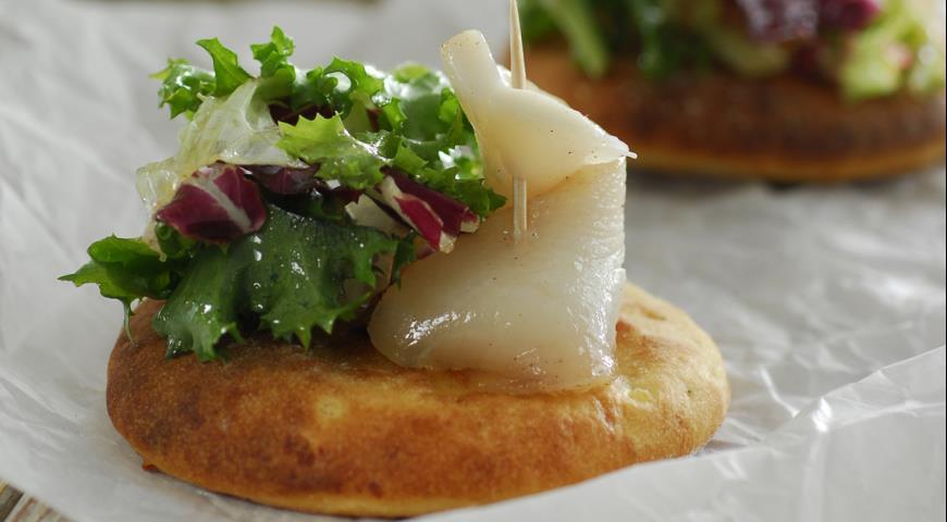 Картофельные фокаччине с зеленым салатом | Рецепты с фото