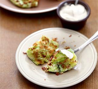 Конвертики из молодой капусты с сыром | Рецепты с фото