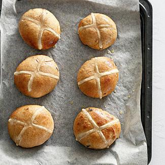Коричные булочки с крестом   Рецепты с фото