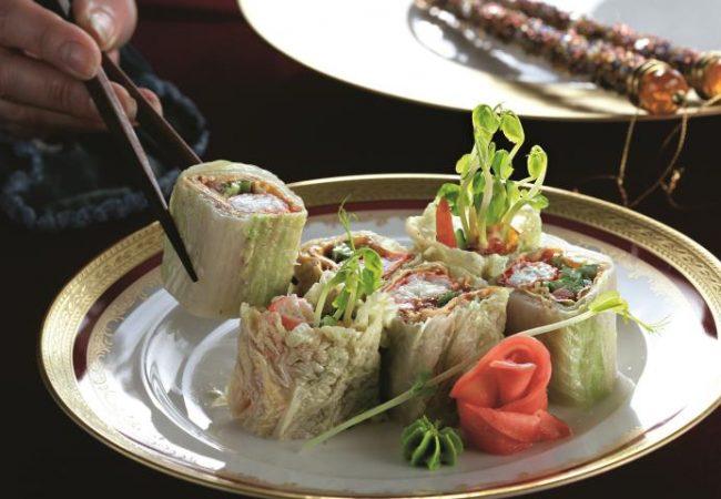 Крабы в омлете и китайской капусте   Рецепты с фото