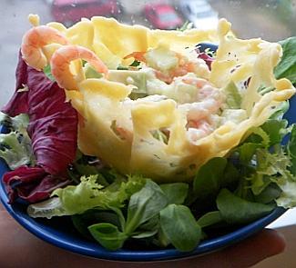 Креветочный салат в сырной корзиночке | Рецепты с фото
