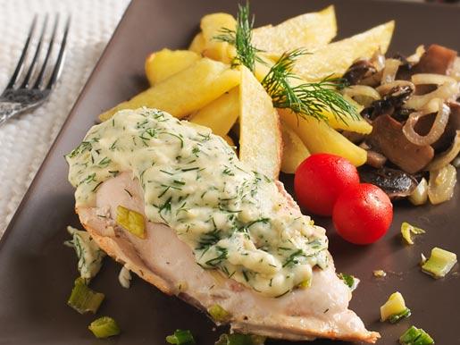 Куриные грудки под сырным соусом с картофелем и грибами | Рецепты с фото