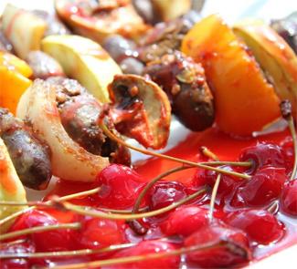 Куриные сердечки с вишневым соусом | Рецепты с фото