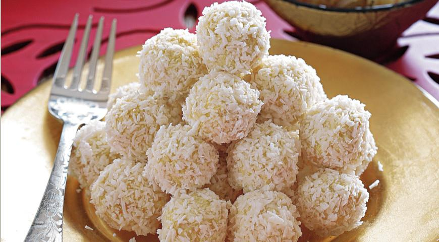 Куриные шарики с кокосом и карри   Рецепты с фото
