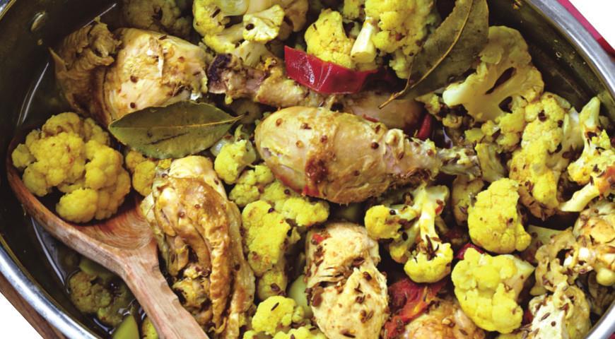 Курица по-бенгальски с картофелем и цветной капустой | Рецепты с фото