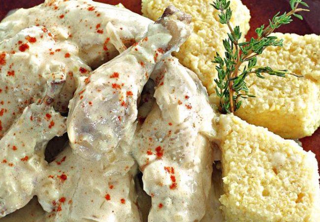 Курица в белом соусе с густой кашей из проса | Рецепты с фото