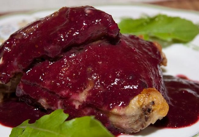 Курица в ежевичном соусе | Рецепты с фото