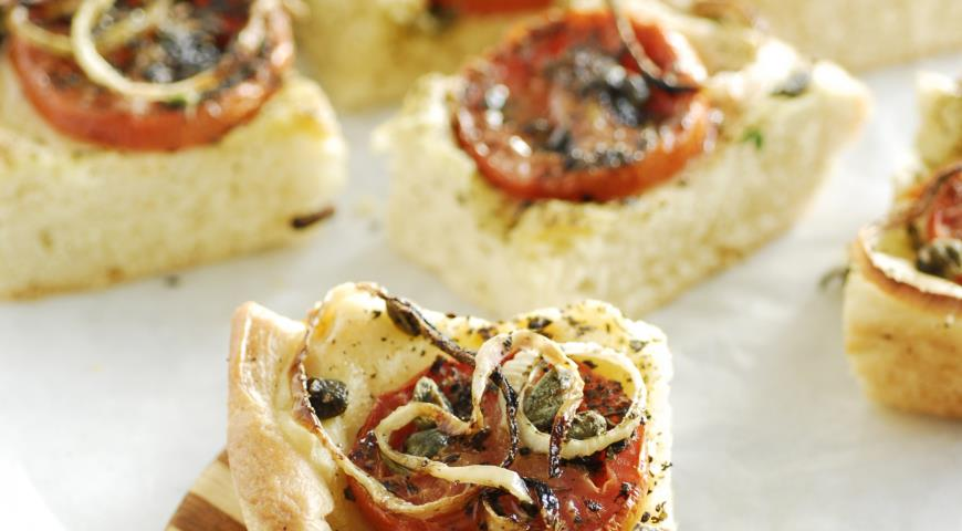 Ладения -  пирог с луком и помидорами | Рецепты с фото
