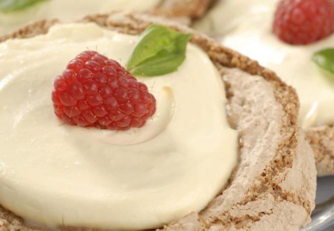 Миндальное пирожное с малиной | Рецепты с фото