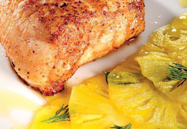 Морской черт в панировке из грибной пыльцы, с маринованным ананасом | Рецепты с фото