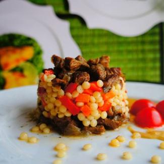 Нежная говядина с кускусом и овощами | Рецепты с фото