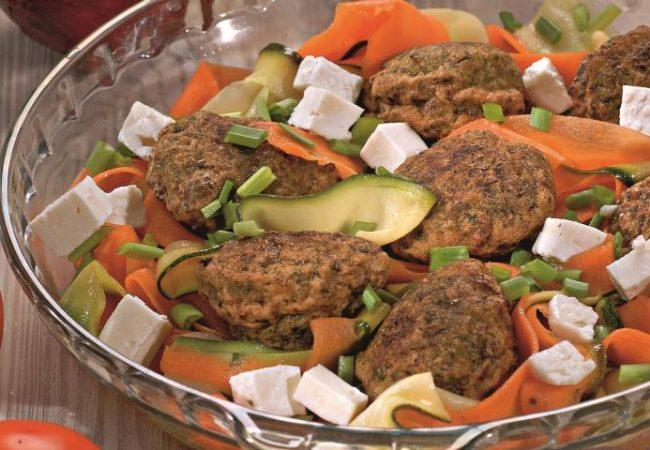 Оладьи из зеленого горошка с овощами и фетой | Рецепты с фото